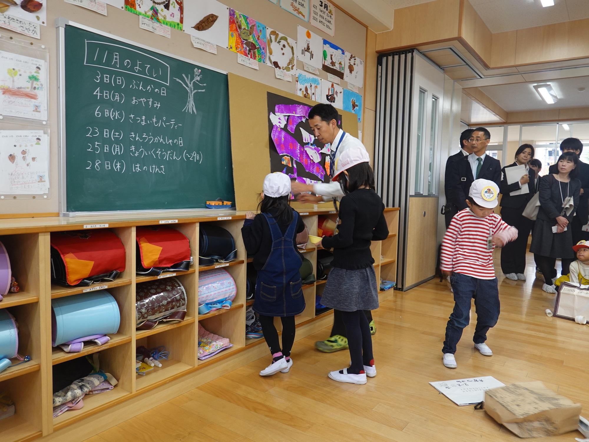 名古屋小學校授課情況 一年級課程「動物狂想曲」