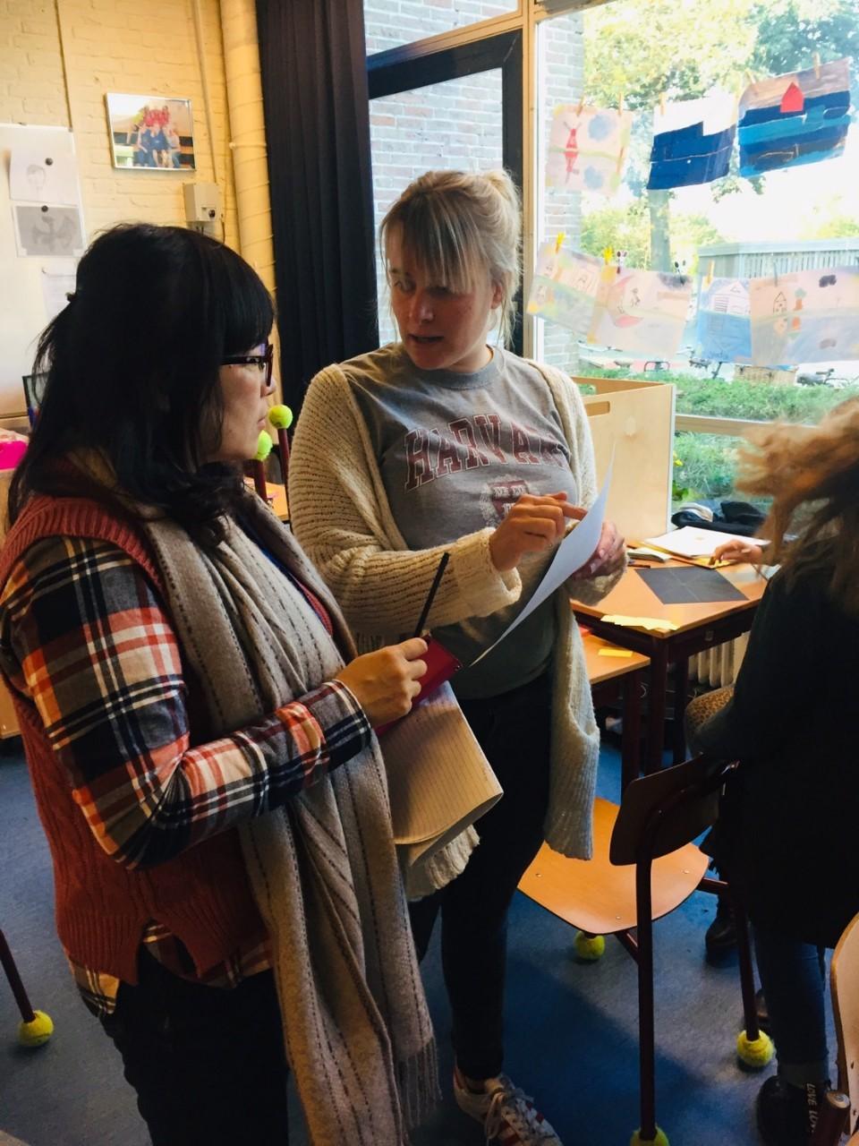 林佳玫老師於胡塞爾耶納計畫實驗小學與帶班老師交流