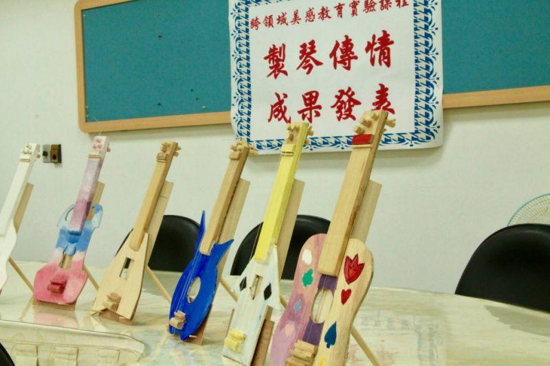 """五常國中跨領域美感教育課程""""製琴‧傳琴"""" 結合音樂、生活科技、理化 學生自製三弦木琴各具特色與創意。 中央社"""