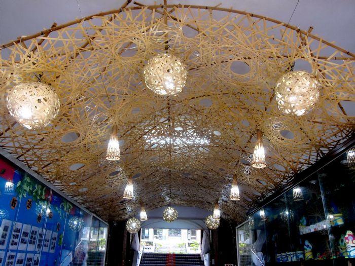 圖二 秀林學生的竹編作品,透過裝置藝術設計,打造「竹光藝廊」。 (記者林凌霄攝)