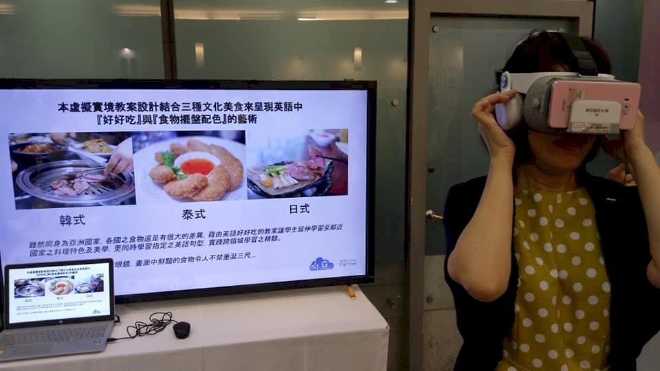 今天4日在台灣師範大學舉辦了一場「跨領域美感教育課程成果展」,多元有趣的上課方式,讓眾人驚呼「這堂什麼課?」。陳國維 攝