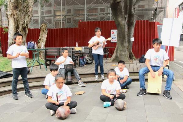 花蓮觀音國小全校16位學生合辦一場音樂會,以自製樂器共同演奏「海洋」 1